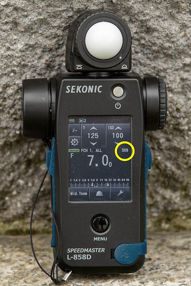 Un esposimetro Sekonic con l'indicazione della componente di luce flash sull'esposizione totale misurata.